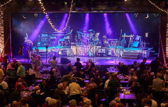 The Silver Star dinner show offers bands and music as their specialty